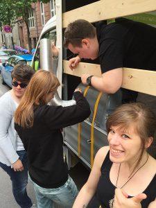 Letztes Finetuning unseres Trucks beim CSD.Hannover